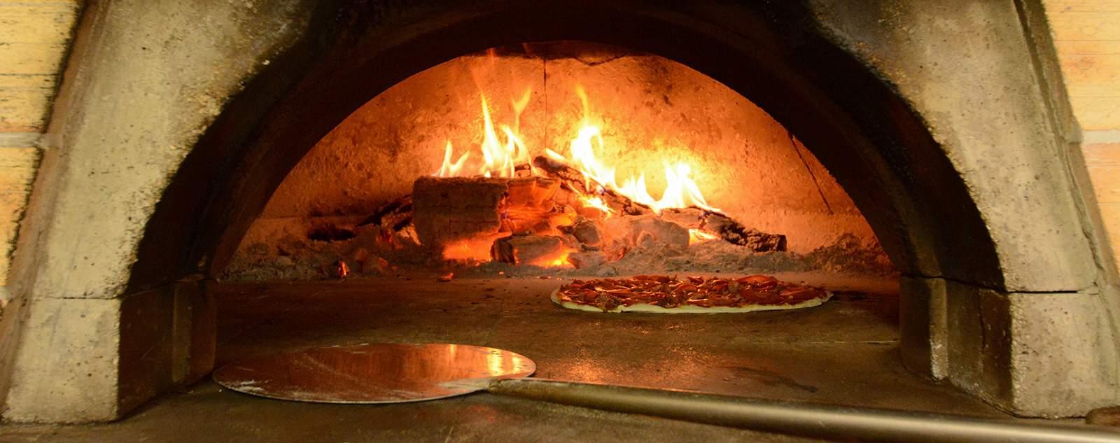 pizzeria avec four à bois